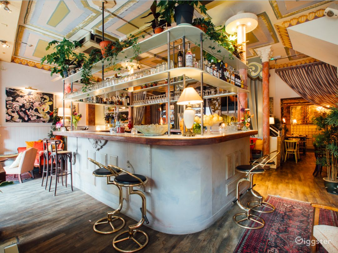 Welcoming Restaurant and Botanical Bar in London Photo 1