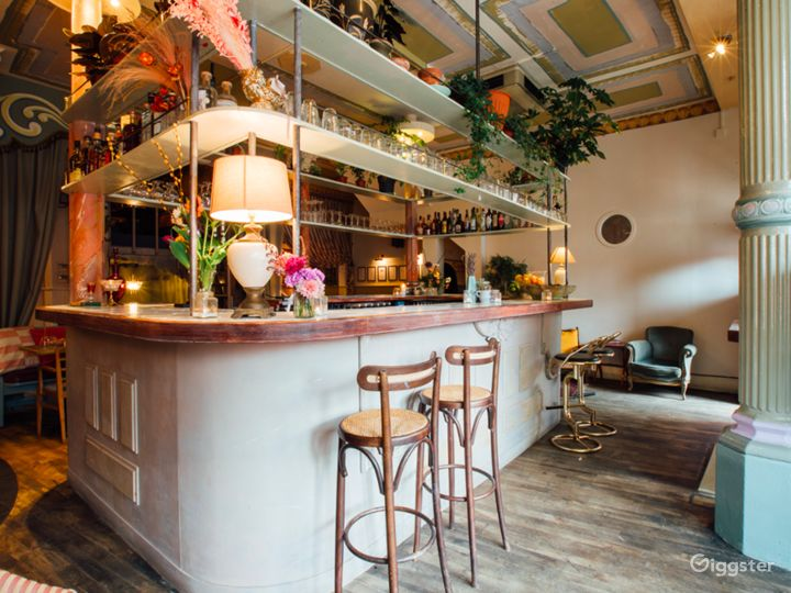 Welcoming Restaurant and Botanical Bar in London Photo 4