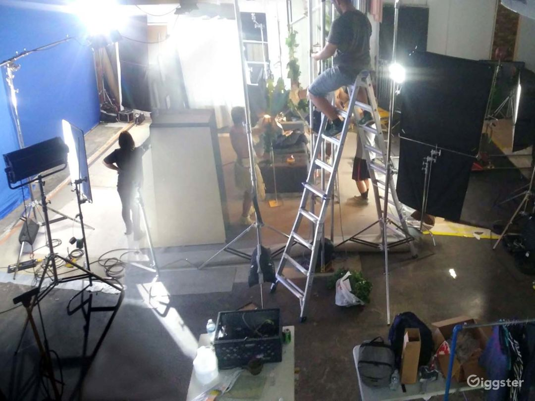 South L A PhotoStudio with Cyclorama & Equipment Photo 5