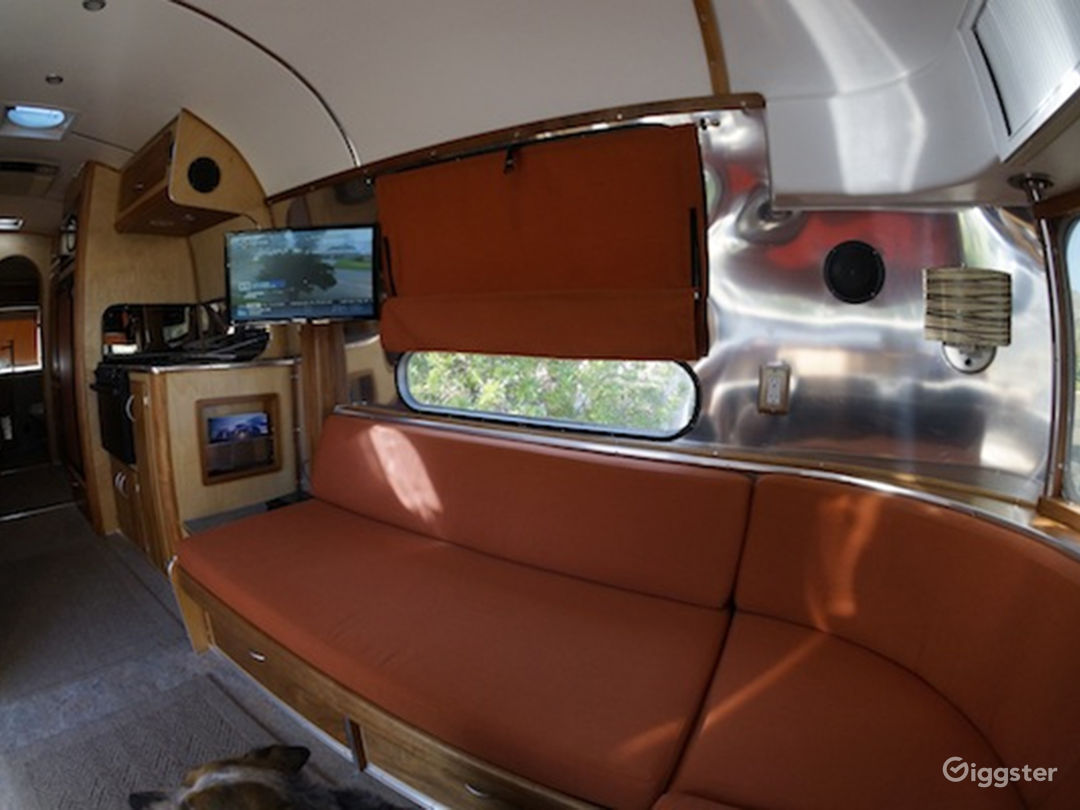 Vintage Airstream for Photoshoot, Film or Sets! Photo 3