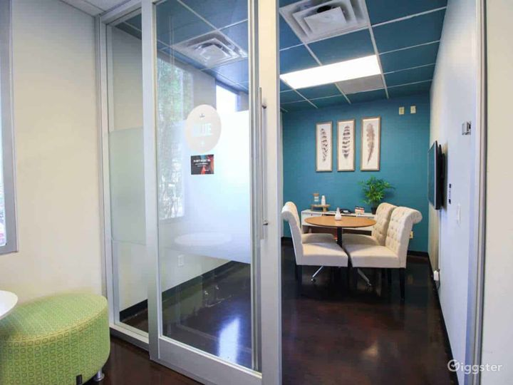 Comfortable Space for A Client Meeting - Blue Room Photo 3