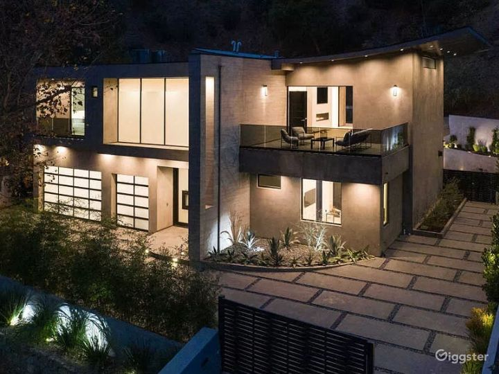 Contemporary new architectural gem in Hollywood Photo 4