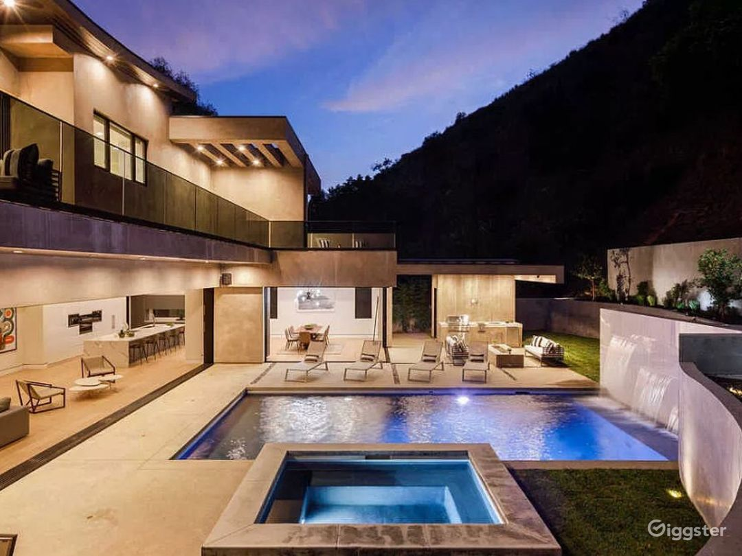 Contemporary new architectural gem in Hollywood Photo 1