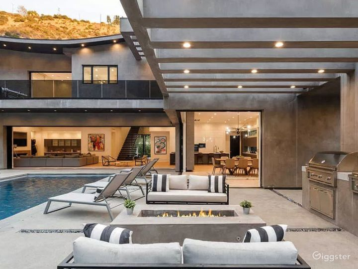 Contemporary new architectural gem in Hollywood Photo 3