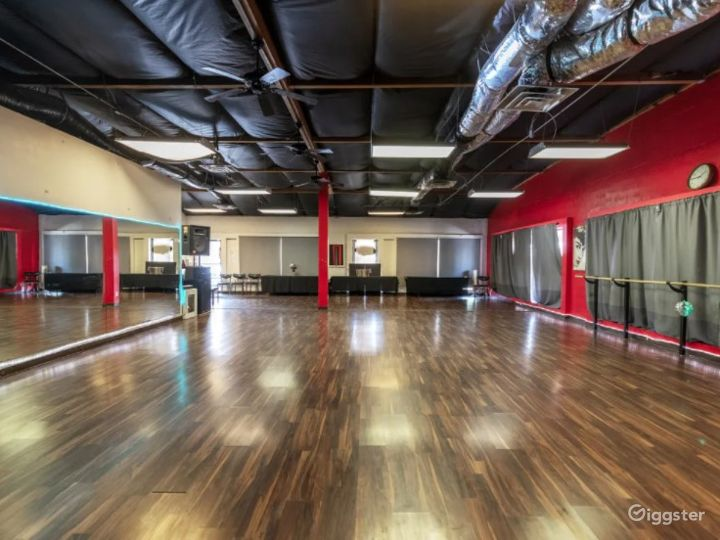 Open Dance Hall with Floor to Ceiling Mirrors Photo 2
