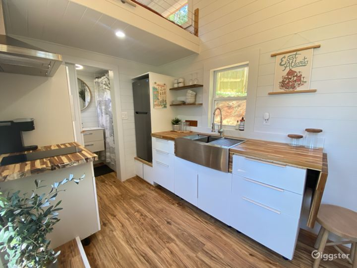 Luxe Tiny House with Outdoor Movie Theater  Photo 2