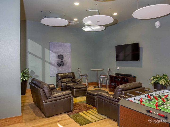 Cozy and Comfortable Game Room in Fresno  Photo 2