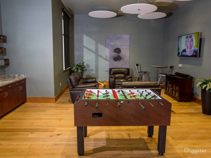 Cozy and Comfortable Game Room in Fresno  Photo 3