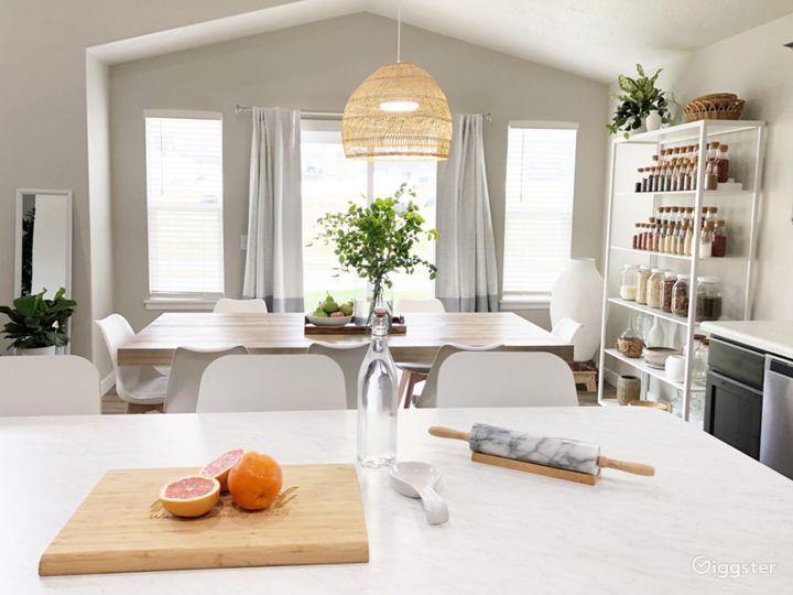 Vibrant Contemporary Home w/ Fun Eclectic Interior Photo 3