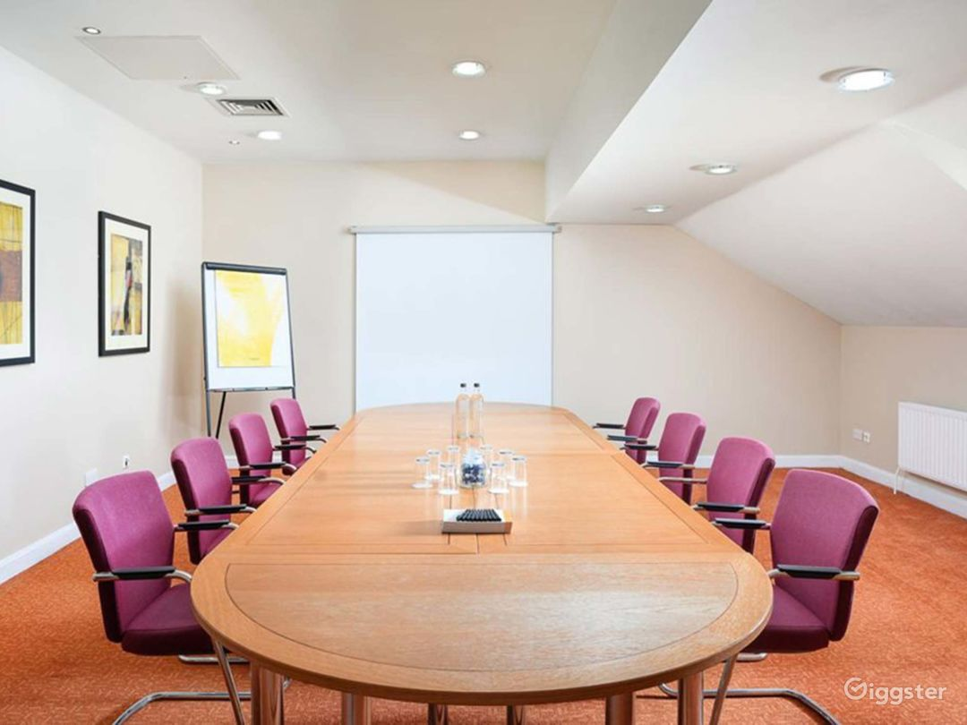 Intimate Meeting Room for up to 10 people in Oxford Photo 1