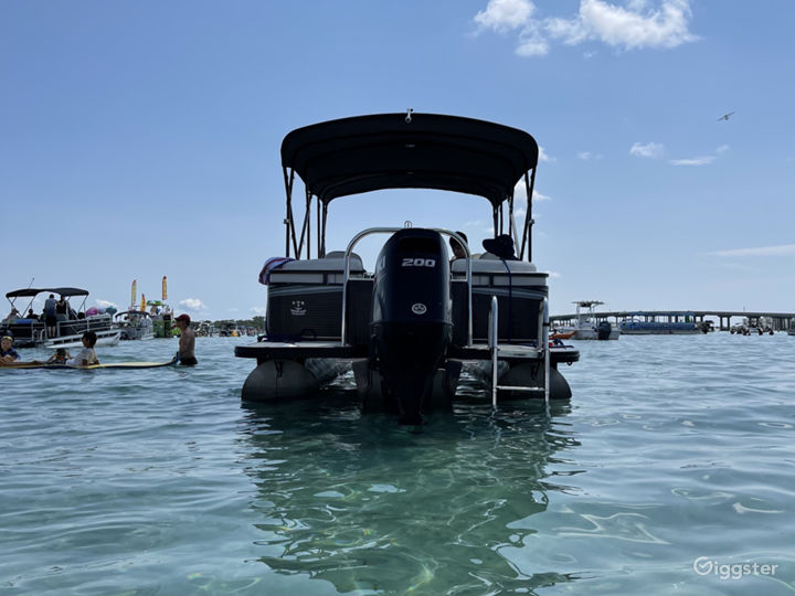 Luxurious 24 ft Avalon For Events Shoots Outings Photo 4