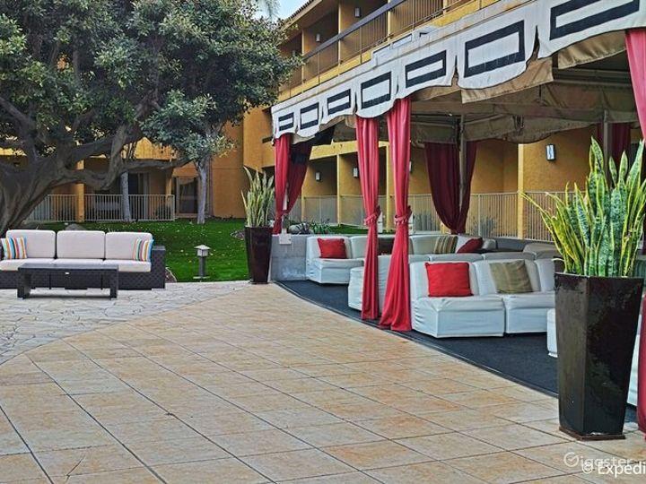 Gorgeous Garden Cabana - Venue & Dining Photo 4