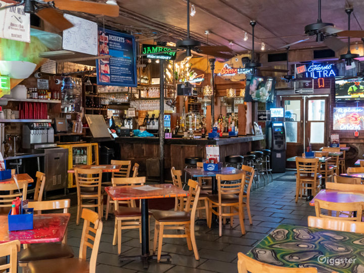 Vibrant Cajun and Creole Restaurant in French Quarter Photo 2