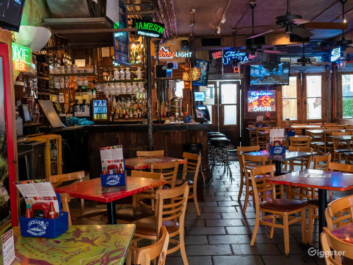 Vibrant Cajun and Creole Restaurant in French Quarter Photo 3