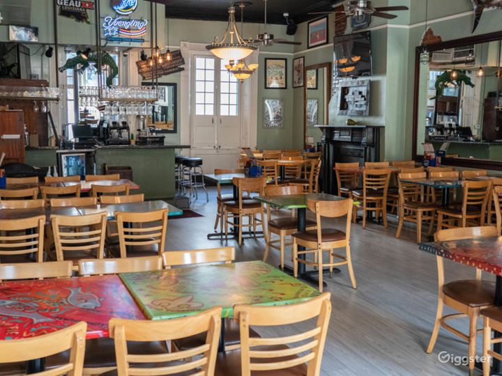 Vibrant Cajun and Creole Restaurant in French Quarter Photo 4