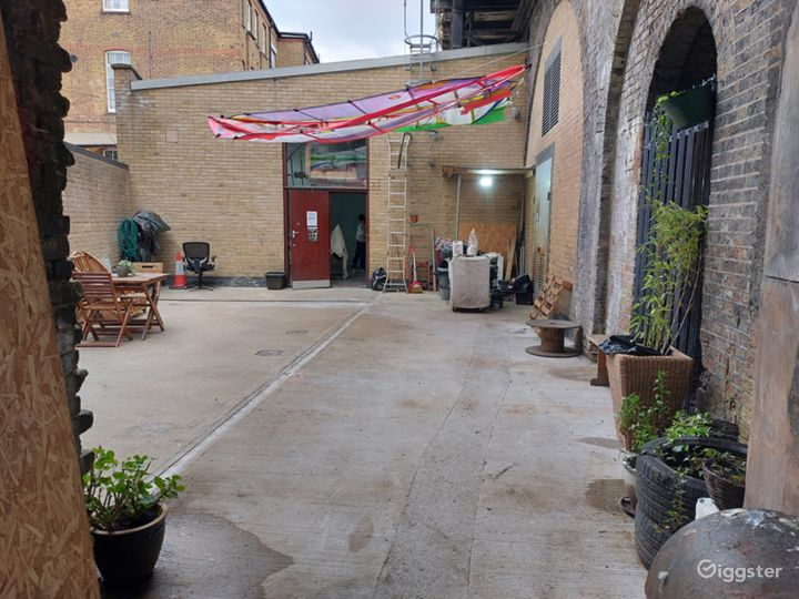 Courtyard Studio Garden With Chairs And Plants Photo 4