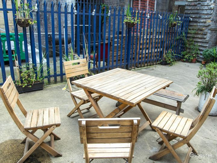 Courtyard Studio Garden With Chairs And Plants Photo 2