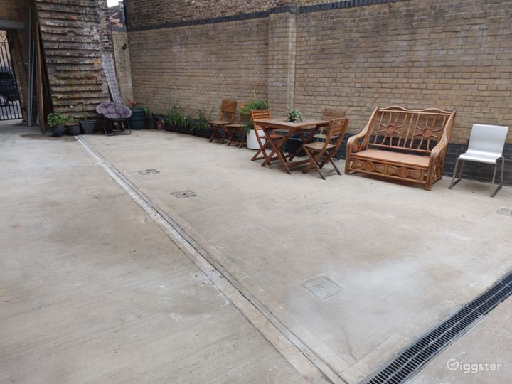 Courtyard Studio Garden With Chairs And Plants Photo 3