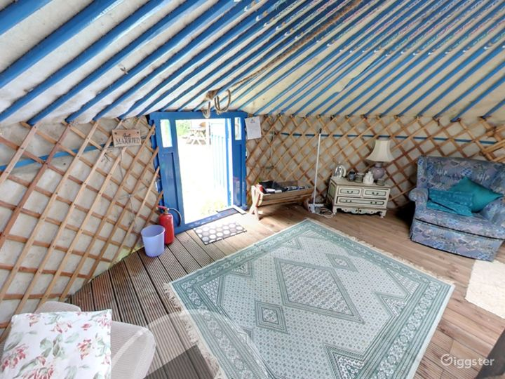 Bluebell Romantic Yurt in East Grinstead Photo 3