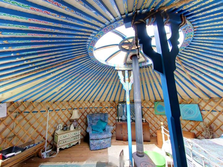 Bluebell Romantic Yurt in East Grinstead Photo 4