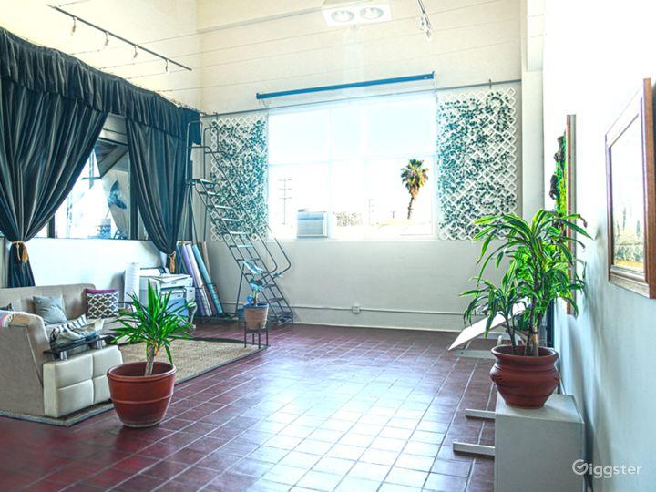 DTLA Studio Loft with High Ceilings (30ft) Photo 2