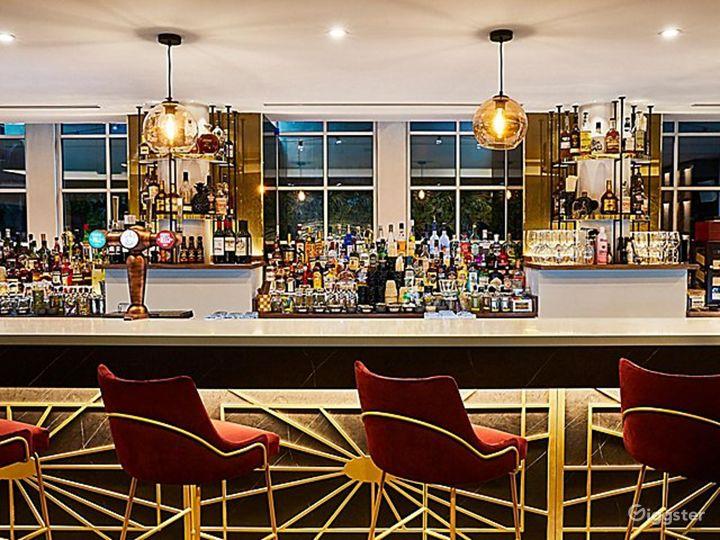 Lounge Bar with Beautiful Interior in Blackfriars, London Photo 4