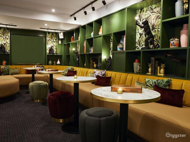 Lounge Bar with Beautiful Interior in Blackfriars, London Photo 2