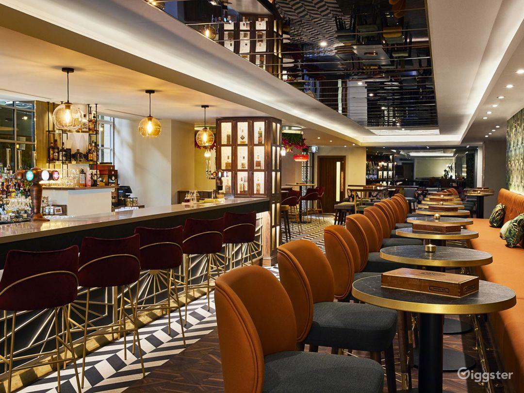 Lounge Bar with Beautiful Interior in Blackfriars, London Photo 1
