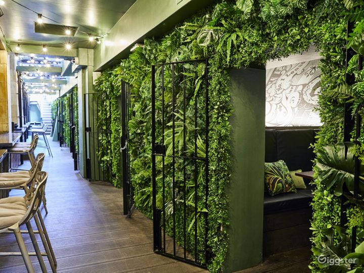 Lounge Bar with Beautiful Interior in Blackfriars, London Photo 5