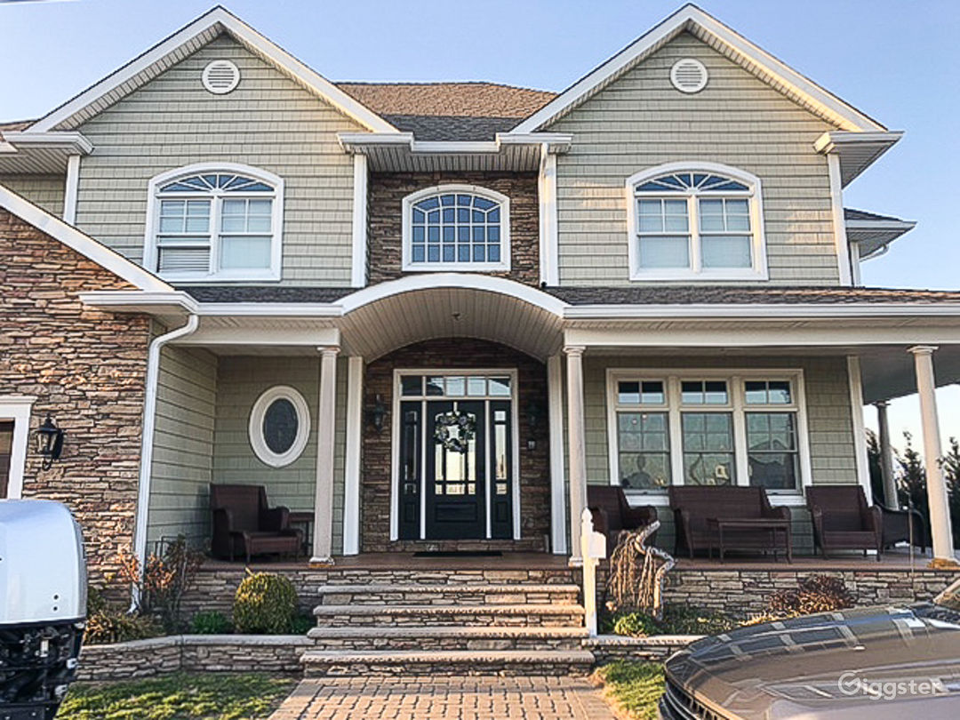 Traditional Waterfront Home Photo 1
