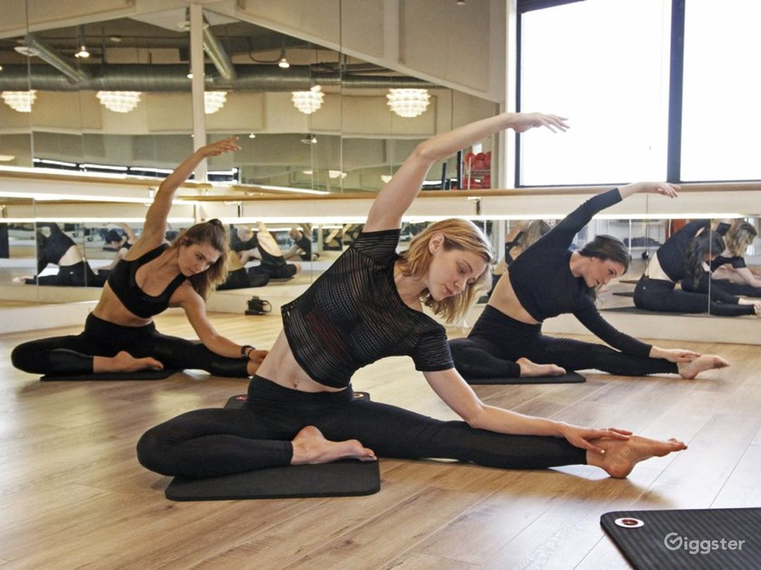 Gorgeous Dance/Yoga/Barre Studio in Brentwood Photo 4