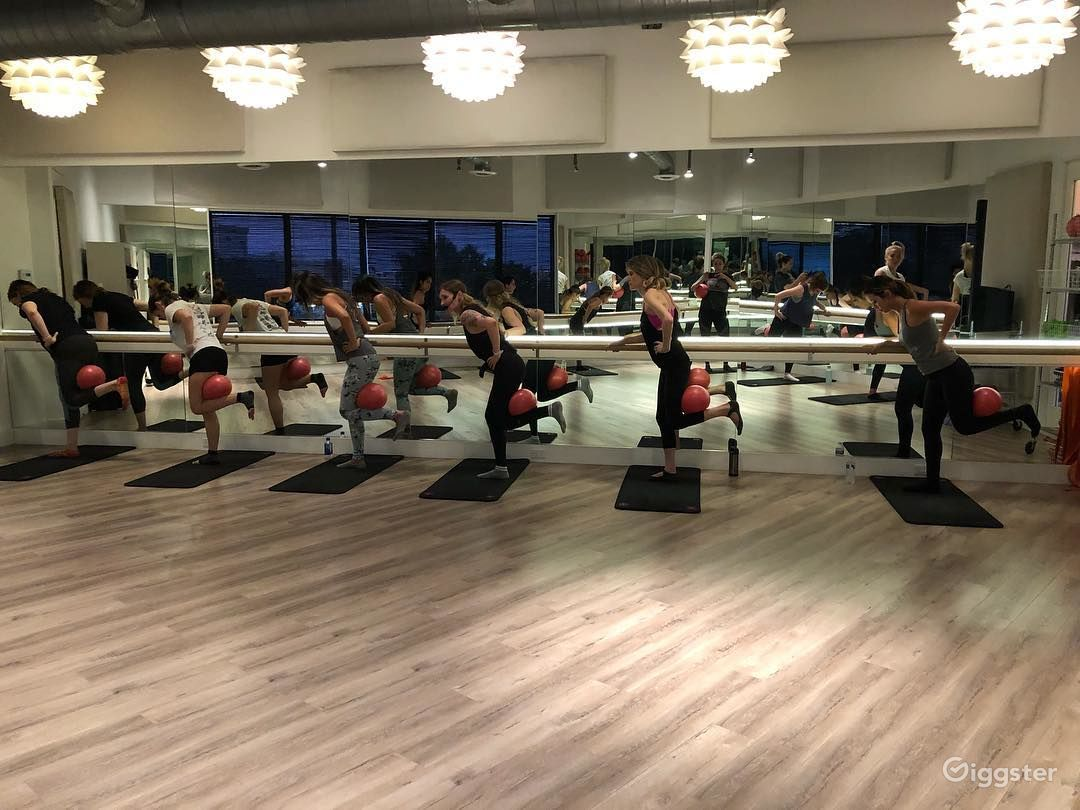 Gorgeous Dance/Yoga/Barre Studio in Brentwood Photo 1