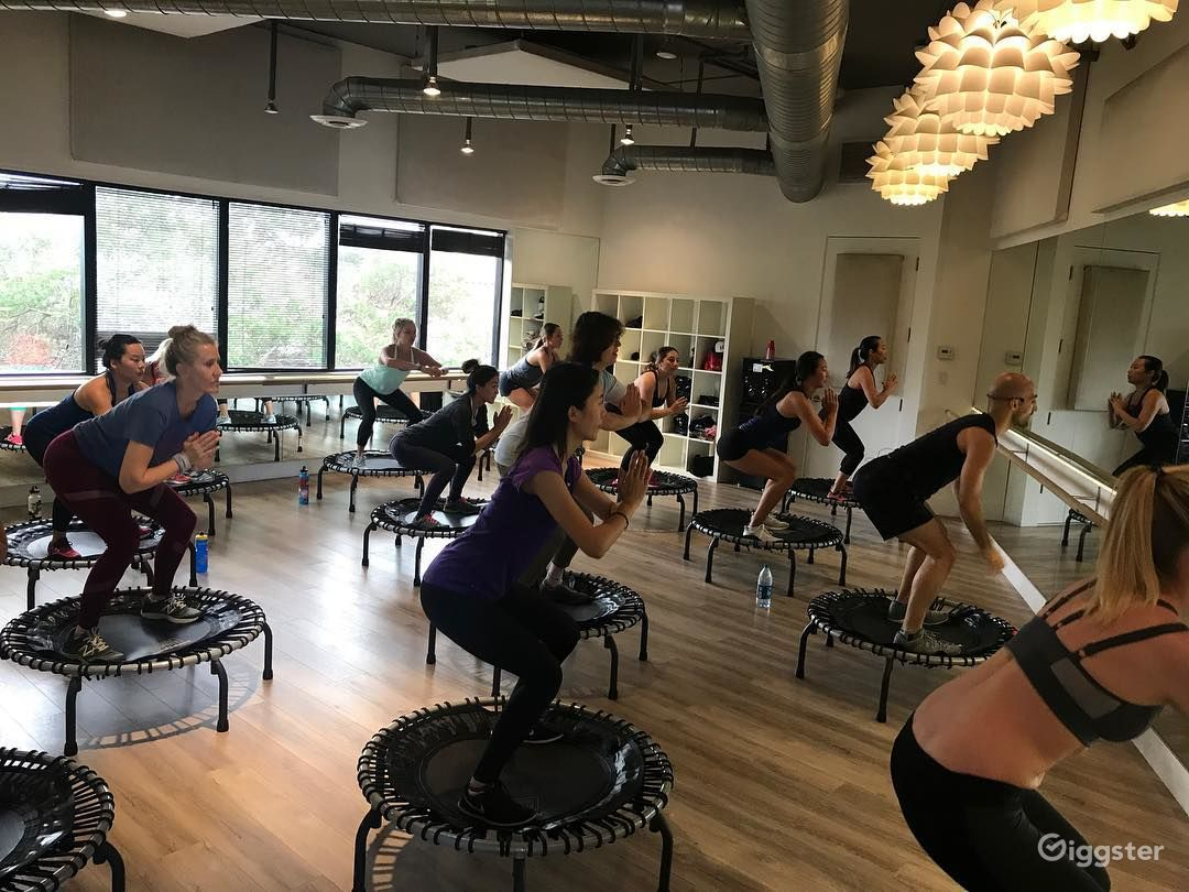 Gorgeous Dance/Yoga/Barre Studio in Brentwood Photo 5