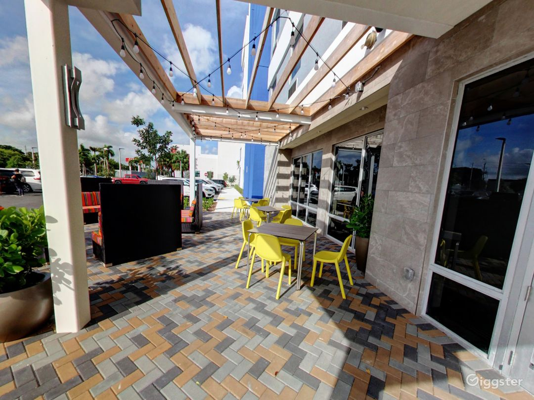 Beautiful Outside Dining in Doral Photo 1