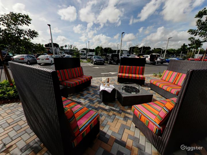 Beautiful Outside Dining in Doral Photo 3