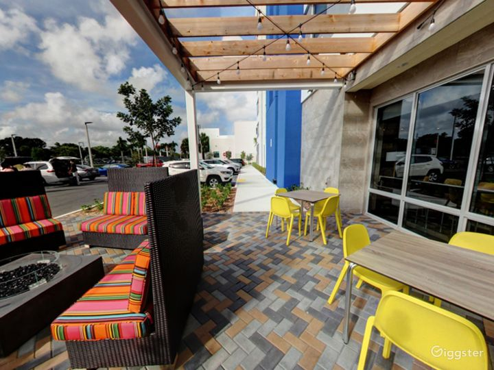 Beautiful Outside Dining in Doral Photo 2