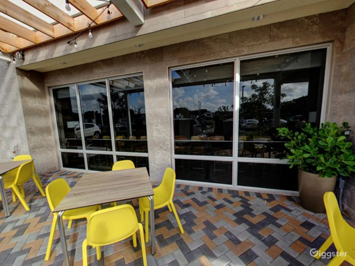 Beautiful Outside Dining in Doral Photo 5
