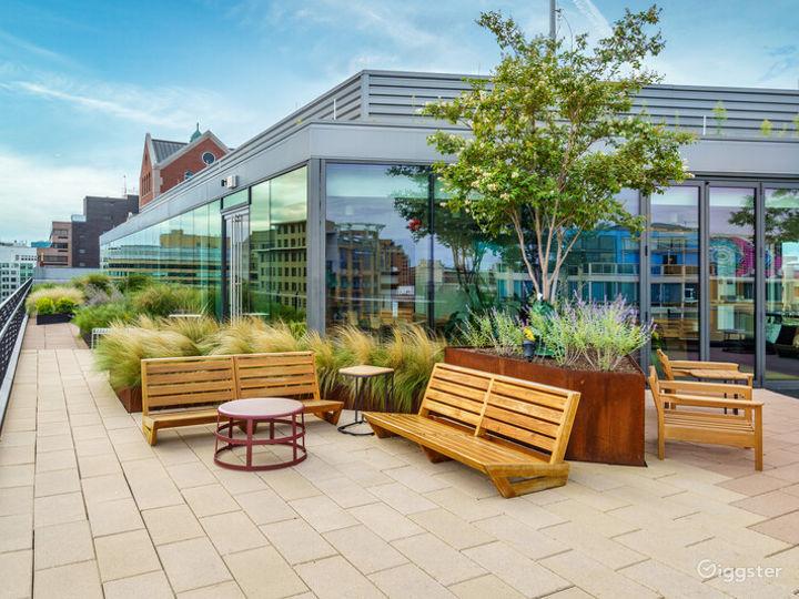 Light-filled Versatile Penthouse Venue