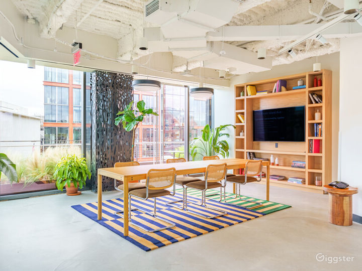 Light-filled Versatile Penthouse Venue Photo 2