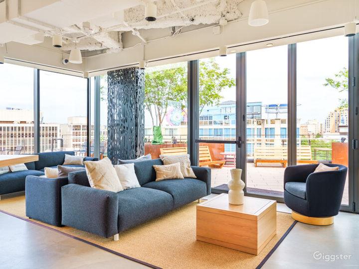 Light-filled Versatile Penthouse Venue Photo 3