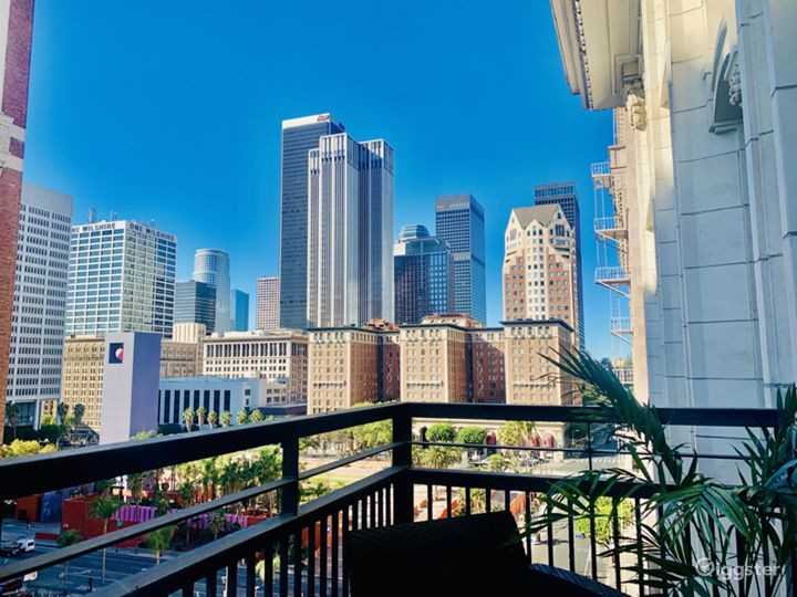 Sun-Drenched DTLA Loft w/ Skyline Views & Balcony Photo 2