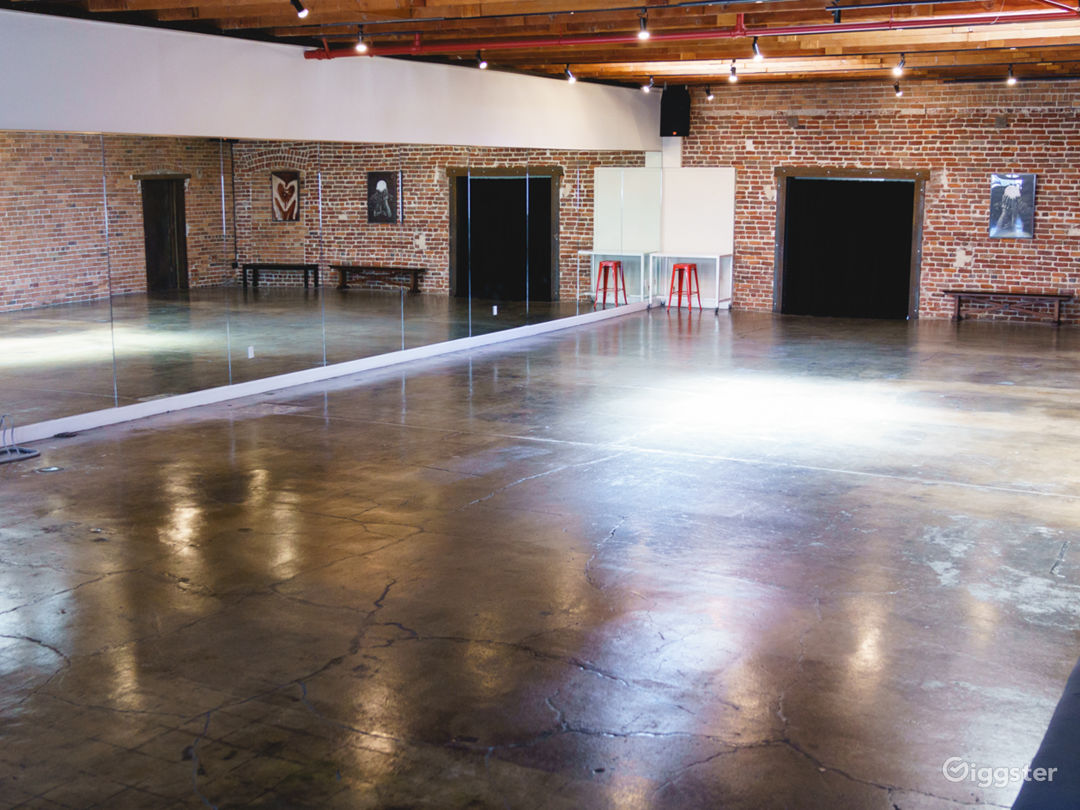 Warhol Studio [Main] - 71 x 31 ft | Corner View High; 45 ft of Mirrored Wall