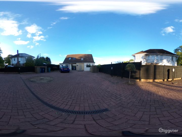 1980's chalet bungalow located within Oxford City