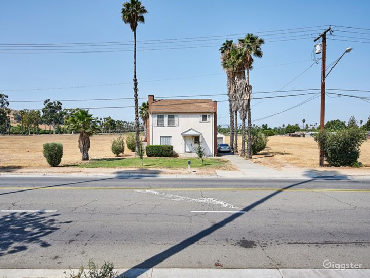 Vintage Home with 9 acres land- Thrill/Mystery  Photo 2