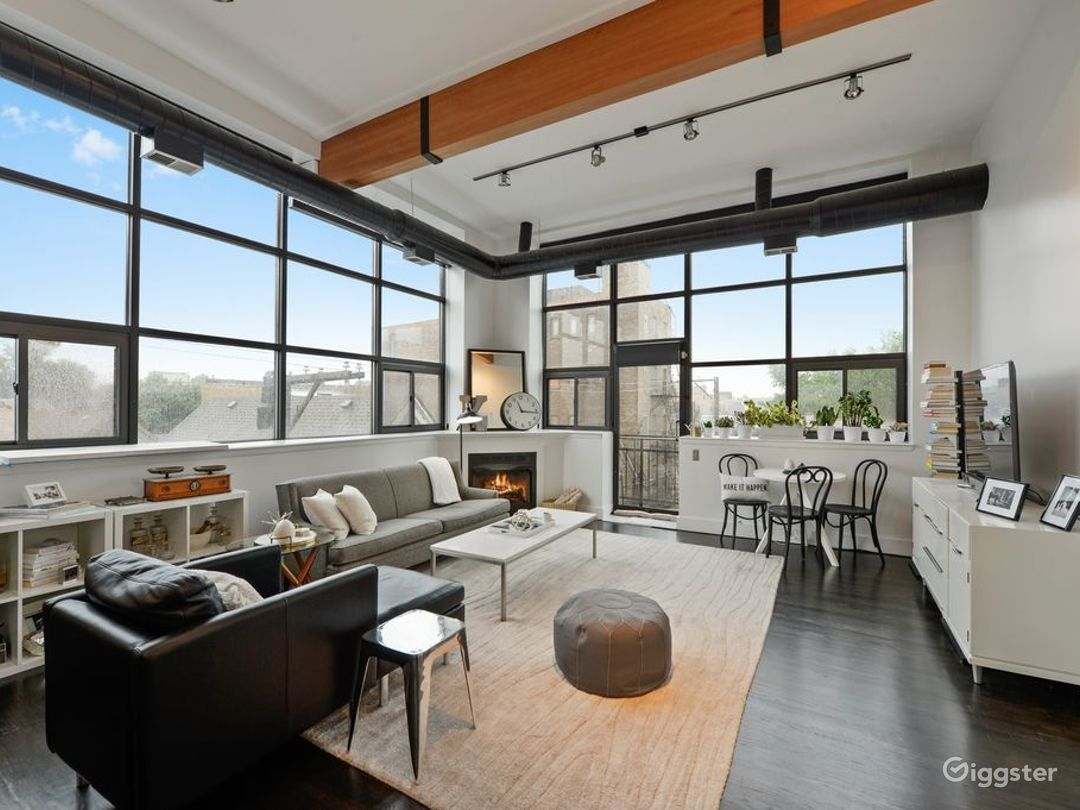 Wicker Park Loft Stunner  Photo 2