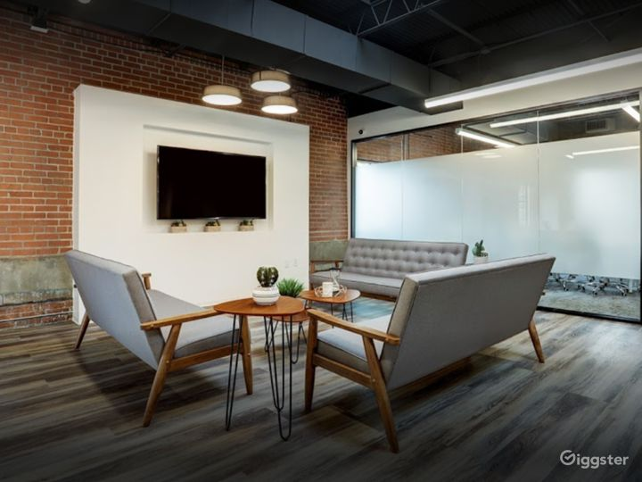 Cozy and Creative Lounge for Meetings in Houston Photo 3