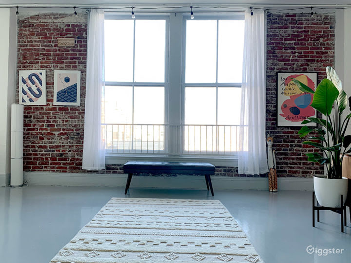Historic Downtown Loft with Multiple Backdrops Photo 2