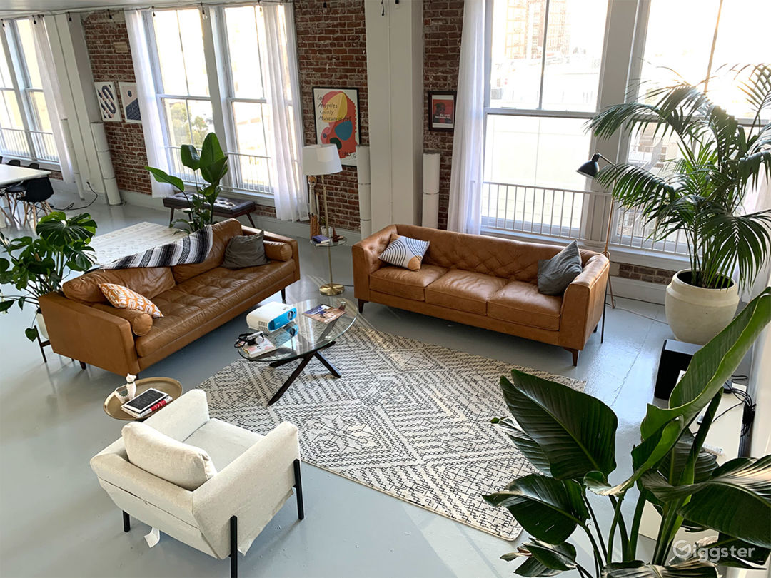 Historic Downtown Loft with Multiple Backdrops Photo 1