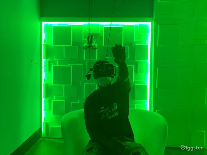 An Out of this World VR Experience in Aurora  Photo 4