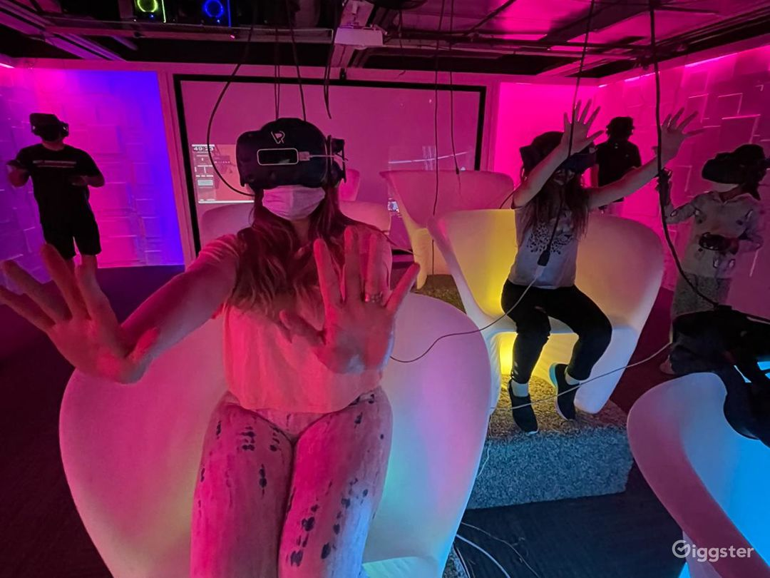 An Out of this World VR Experience in Aurora  Photo 1